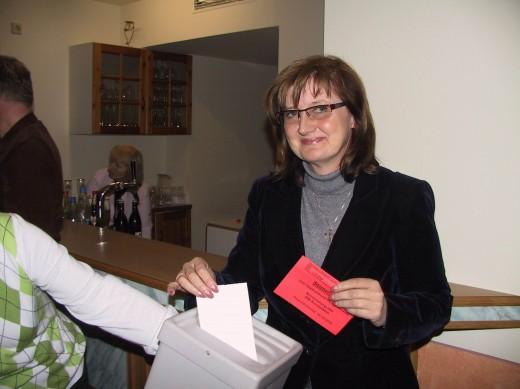 Andrea Dombois (MdL) wählt