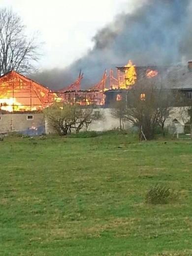 verheerender Brand am 28.10.2013 in Ammelsdorf