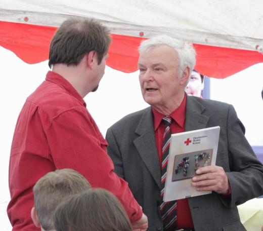 Günter Braun (rechts) gratuliert