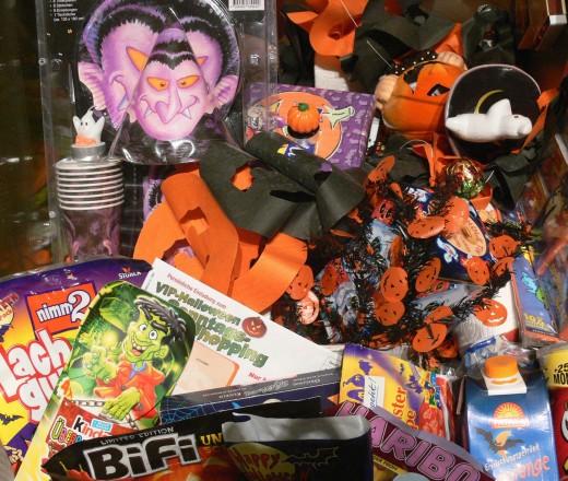 Deutsche Halloween-Artikel der 2000er Jahre (Sammlungsbeginn: 1999) Museum Europäischer Kulturen, Berlin; Foto: Andreas Praefcke