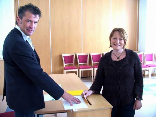 Kerstin Körner wählt kurz nach 13.00 Uhr im Rathaus