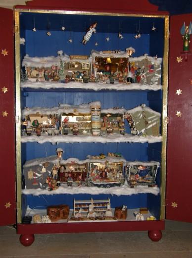 Weihnachtsschrank von Willy Becker
