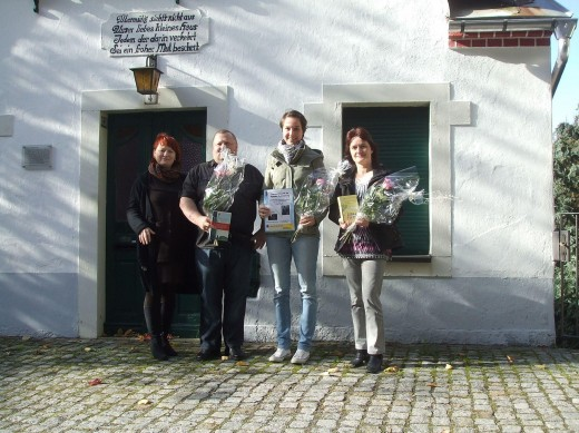 Preisverleihung Fotowettbewerb Denkmale; v.l.: Kerstin Körner (Jury), Uwe Glöß (2. Platz), Steffi Kuhn (1. Platz) und Elke Gebert (3. Platz))