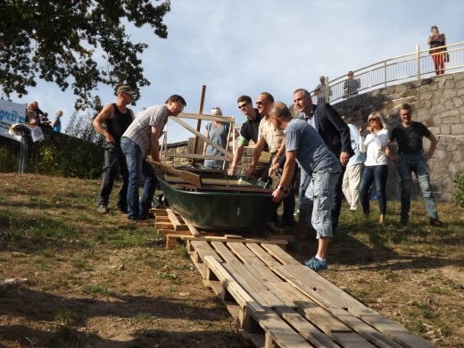 Stapellauf des neuen Ruderbootes für Angler