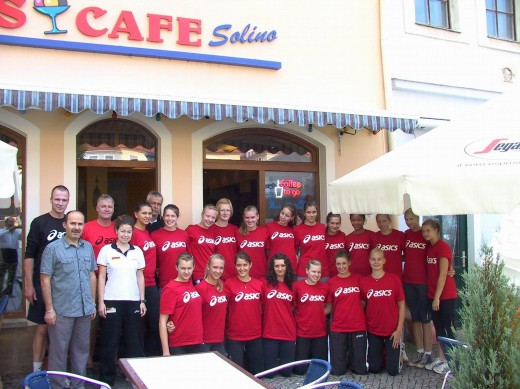 Volleyball Nationalmannschaft wbl. U17 vorm Eiscafe Solino