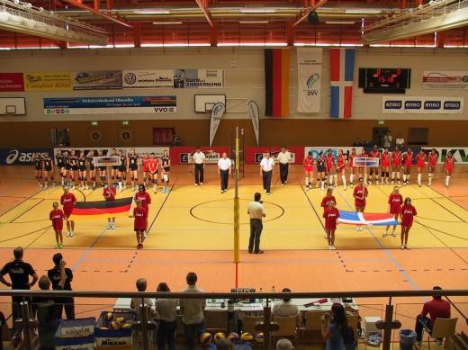 Volleyball Länderspiel: GER ./. DOM (beide Mannschaften vor dem Spiel)