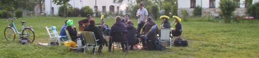 Statt Sommersonnenwendfeier gedachten Mitglieder des Dippser Faschingsvereins am 19. Juni 2010 vergangener Sommersonnenwendfeuern.