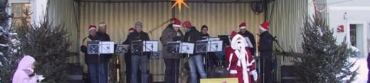 Zur Eröffnung des Dippser Weihnachtsmaktes spielen die Schmiedeberger Musikanten